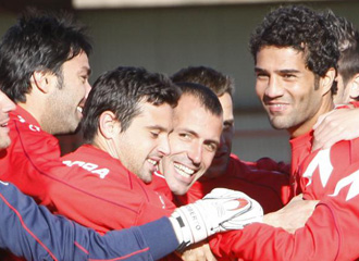 Nekouman y Masoud en un entrenamiento del Osasuna, junto a sus compa�eros.