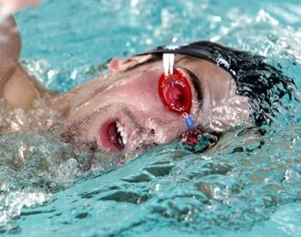 Rafa Mu�oz compitiendo en la piscina de Picornell de Barcelona