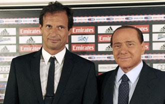 Allegri con Berlusconi, durante su presentaci�n