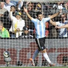 Ag�ero celebra un gol de Argentina