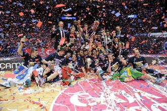 El �ltimo partido celebrado en el Buesa Arena consagr� al Baskonia como campe�n ACB