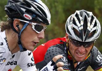 Andy aprovech� la tranquilidad predominante en la etapa para hablar con Armstrong