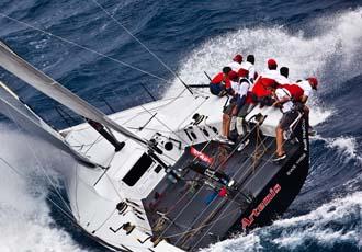 El Artemis navega en aguas de Barcelona