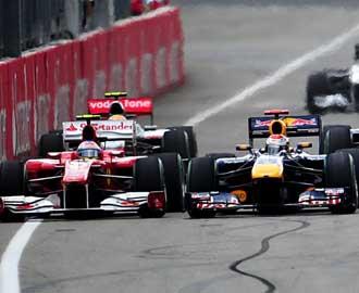 El alem�n arrincon� a Alonso en la salida