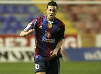 Vicente Iborra en un partido con el Levante.