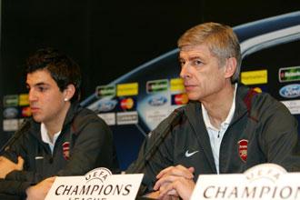 Wenger junto a F�bregas en una rueda de prensa