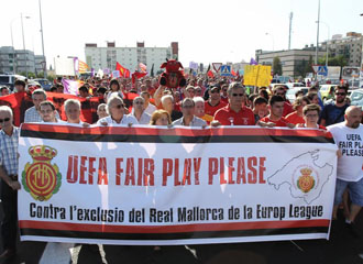 Aficionados del Mallorca se manifiestan ante la expulsi�n del equipo