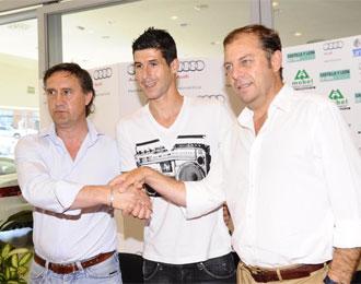 Morat�n en su presentaci�n como nuevo jugador de la Uni�n