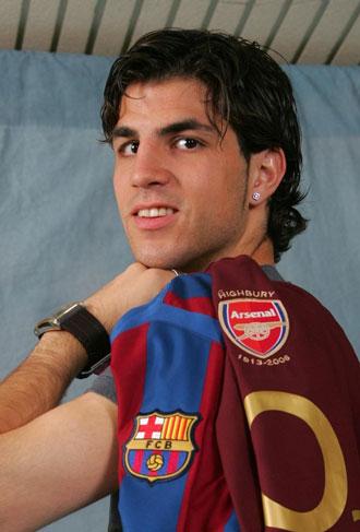 F�bregas porta la camiseta del Arsenal y la del Bar�a. Cesc no renuncia a sus ra�ces