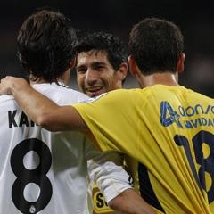 Iñigo López se abraza a Kaká