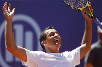 Nico Almagro celebra la victoria al t�rmino del partido