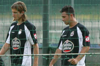 Rubén Castro, durante un entrenamiento del Deportivo, junto a Filipe Luis