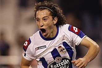 Jos� Andr�s Guardado celebra un gol con el Deportivo la temporada pasada