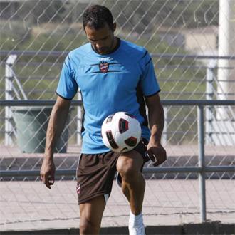 Juanfran, durante un entrenamiento con el Levante