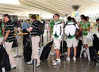 Los jugadores del Racing en el aeropuerto.