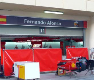 Box de Fernando Alonso en un Gran Premio