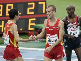 Sergio S�nches saluda a Jes�s Espa�a