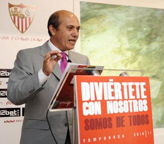 El presidente del Sevilla, Del Nido, en un acto oficial del club hispalense.