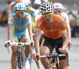 Samuel S�nchez lidera el grupo de Contador en el pasado Tour de Francia.