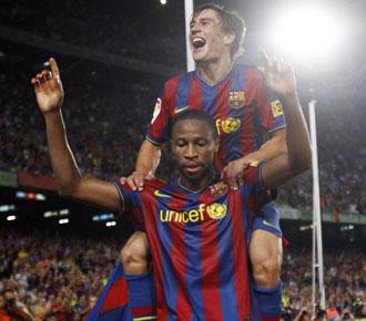 Keita celebra un gol junto a Bojan, con el Bar�a, en un partido de Liga de la pasada temporada.