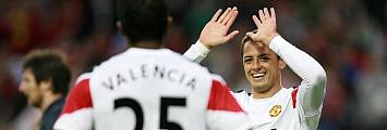 Chicharito celebra un gol