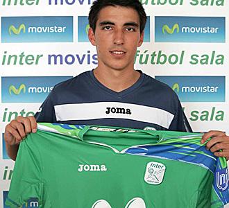 Carlos Mart�nez posa con la camiseta de Inter Movistar.