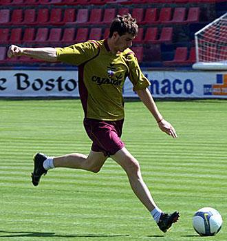 El delantero del juvenil de origen franc�s, Valentino Mois�s Fievet, marc� 4 goles con el Huesca
