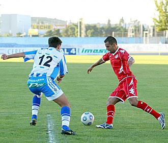Nauzet controla el balón ante un jugador de la Arandina en el único partido de esta pretemporada en que el Valladolid ha conseguido marcar un gol