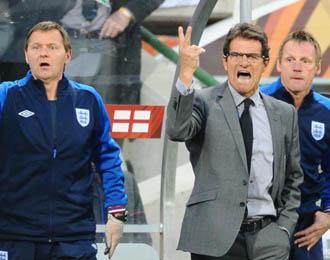 El seleccionador ingl�s, Fabio Capello, protesta una acci�n durante el pasado Mundial de Sud�frica.