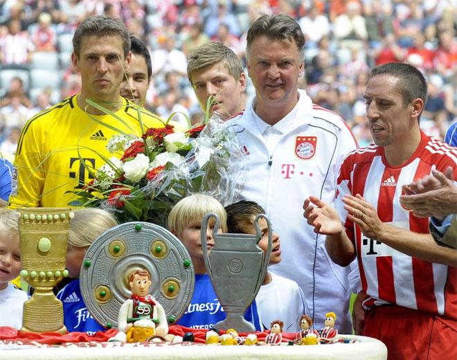 �sta es la tarta con la que Van Gaal celebr� su 59 cumplea�os.