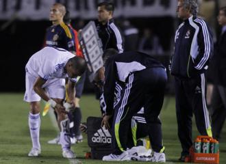 Pepe se resiente durante el partido contra los Galaxy.