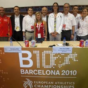 Jos� Mar�a Odriozola en la foto de familia de la presentaci�n de los Europeos de Barcelona 2010.