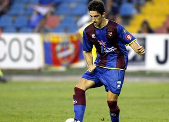 Marc Mateu jugando con el Levante.