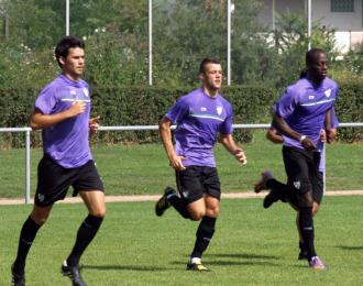 Edu Ramos, en el centro, en un entrenamiento con el M�laga