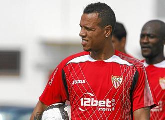 Luis Fabiano durante un entrenamiento con el Sevilla.
