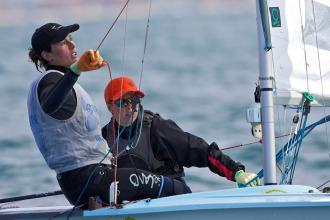 La pareja formada por Tara Pacheco y Berta Betanzos entraron en el podio provisional de la Skandia Sail for Gold Regatta.