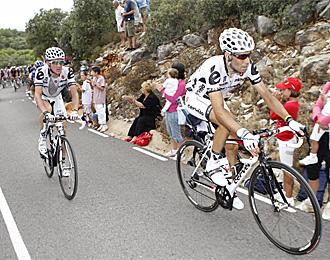 ��igo Cuesta, junto a Marchante, en una ascensi�n de la edici�n anterior de la Vuelta a Espa�a