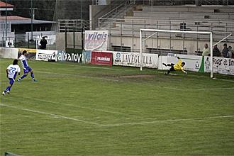 Riki marca de penalti el definitivo 3-1.