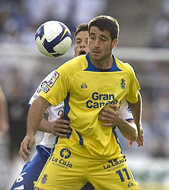 Sa�l, durante un derbi ante el Tenerife, se marcha a Barcelona para jugar en el filial azulgrana