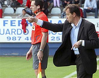 Jos� Carlos Granero, dando instrucciones en un partido