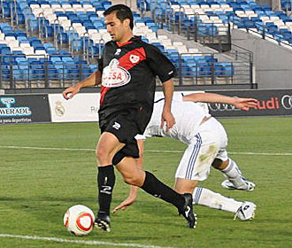 Armenteros, en el momento de conseguir el gol del Rayo en el Estadio Di St�fano, tras un buen pase de Lucas