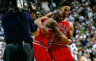 'Flu Game'. 5� Partido de la Final del 97 ante Utah. Jordan estaba en pista con d�cimas de fiebre y un virus estomacal a cuestas. A pesar de ello, el '23' acab� con 38 puntos. All� estaba su escudero para ampararlo cuando no se sosten�a en pie