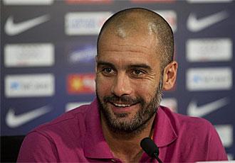 Guardiola sonr�e durante la rueda de prensa de este viernes.