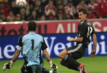 d846e812a9 Iker ante Klose