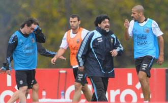 Ver�n no est� nada contento con Maradona