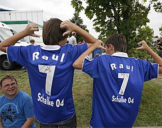 La 'raulman�a' se ha desatado entre la afici�n del Schalke