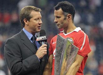 Giggs a�n sigue recogiendo trofeos