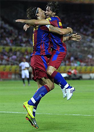 Ibrahimovic celebra con Maxwell su gol en el Pizju�n.