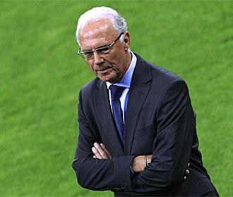 Beckenbauer, durante el partido en el que fue homenajeado y que enfrent� a Bayern y Real Madrid.