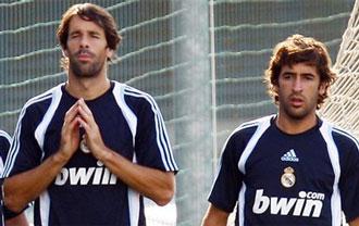 Ra�l junto a van Nistelrooy en un entrenamiento del Real Madrid